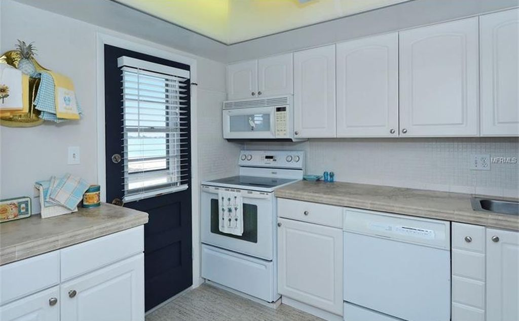 kitchen_interior design_lido harbour south_before.JPG